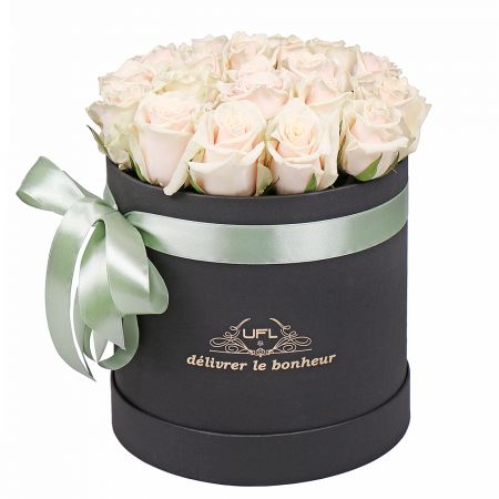 Bouquet Cream roses in a box