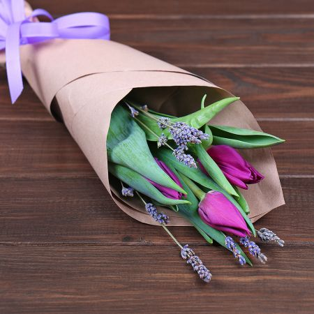 Bouquet 3 tulips and lavender (Price from 3pcs.)