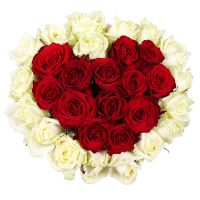 Heart of roses, rose heart, white red roses, white red bouquet, heart of flowers, roses in box