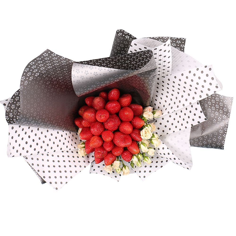 Bouquet Strawberry and roses