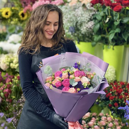 Send Flowers to Hyderabad (Pakistan). Flower delivery to Hyderabad  (Pakistan).