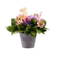 Order beautiful flowers with delivery to the country