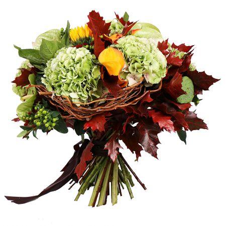 The boquet Sweet November, autumn bouquet, bouquet of sunflowers, bouquet of autumn leaves. bright b