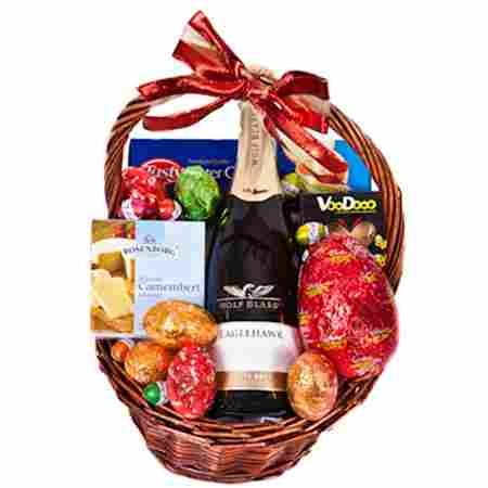 Product Easter basket with champagne