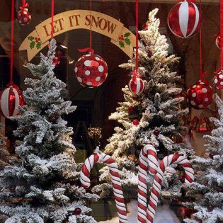 Product Holiday shop window decoration