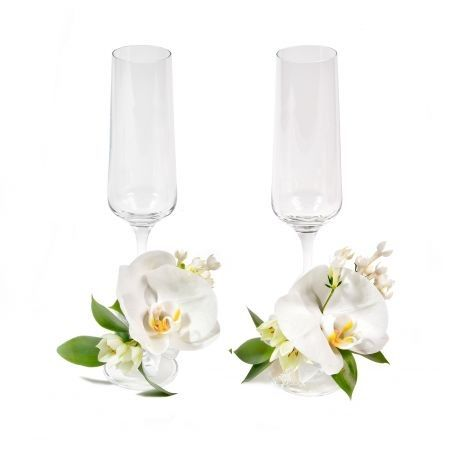 Order decoration of wedding glasses with white phalaenopsis orchid
